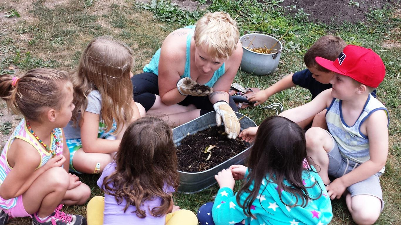 A parent shares their interest in worms in a child care workshop